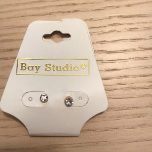 NWT Cute stud earrings